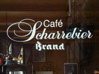 Raam met logo cafe Scharrebier